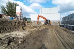 zemné a výkopové práce pásovým rýpadlom Hitachi na Panónskej ceste Bratislava