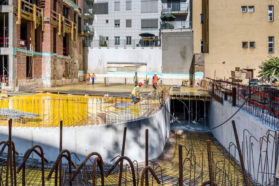 rampa do podzemných garáží počas výstavby