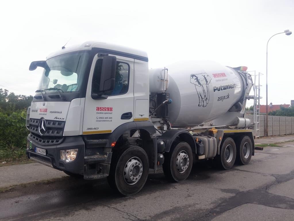 autodomiešavač na dovoz betónu na prenájom - mercedes-benz actros